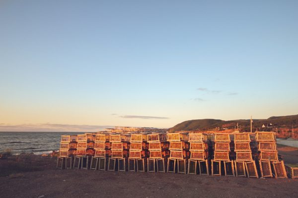 Trampas para langostas en Pleasant Bay, Nova Scotia